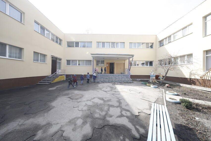 В Днепре власть совместно с ЕБРР утеплила садики и школы микрорайонов