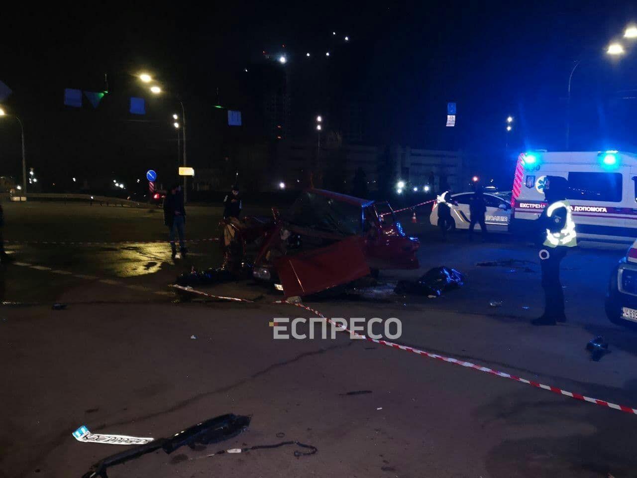 Розтрощене авто Skoda, яку протаранив п'яний водій Toyota Land Cruiser