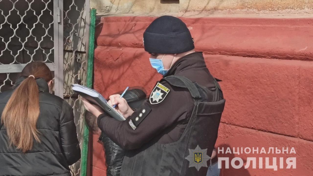 Поліцейський на місці, де знайшли тіло