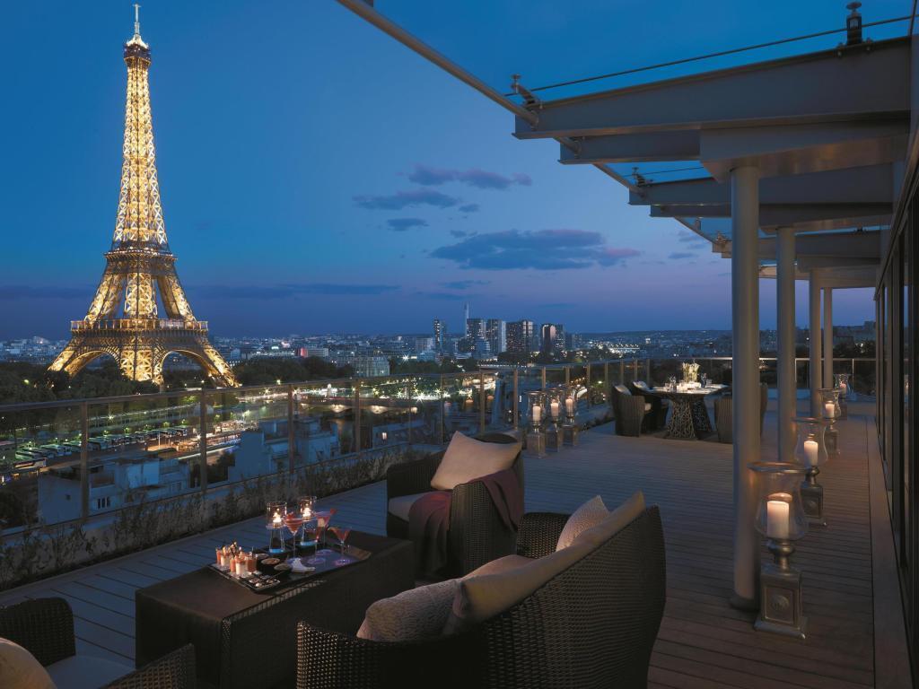 Отель Shangri-La Hotel Paris расположен в Париже, Франция.