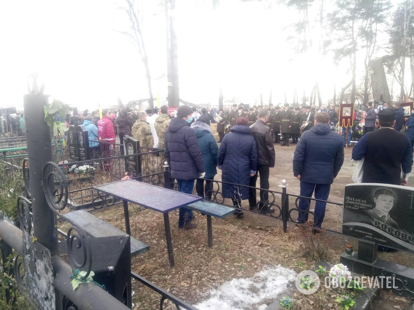 На Київщині попрощалися з воїном ЗСУ, якого убив снайпер на Донбасі. Фото