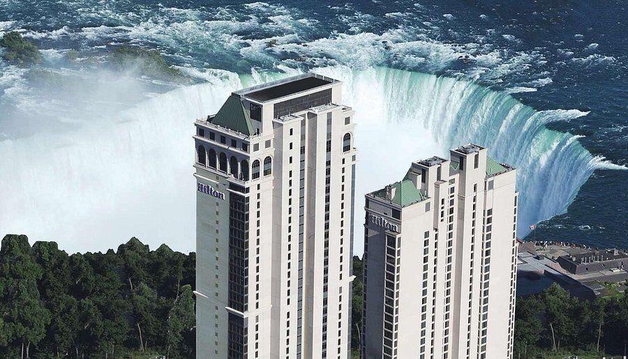 Отель Hilton Niagara Falls/Fallsview Hotel and Suites расположен в городе Онтарио, Канада.