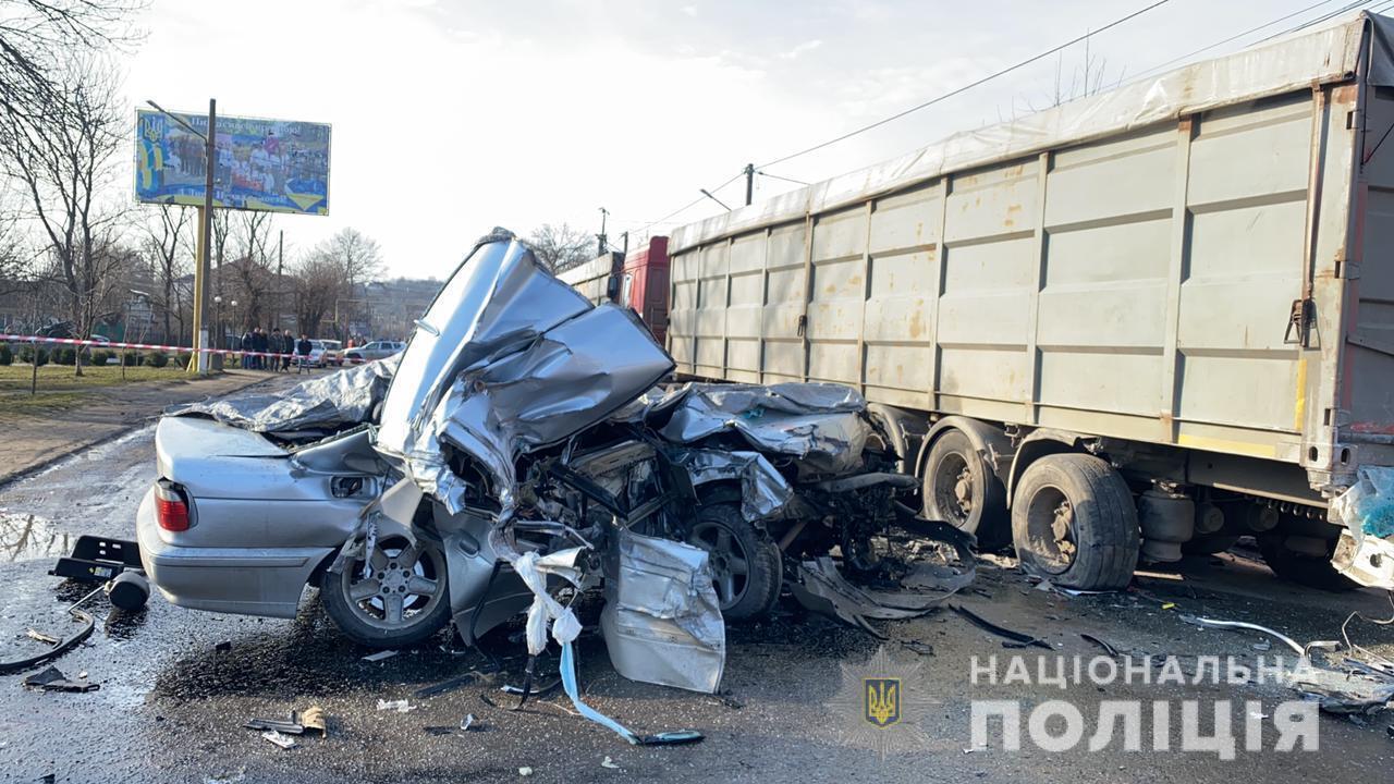 Авто врезалось в грузовик
