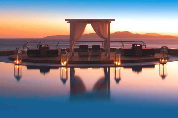 Mykonos Grand Hotel & Resort расположен в городе Миконос, Греция.