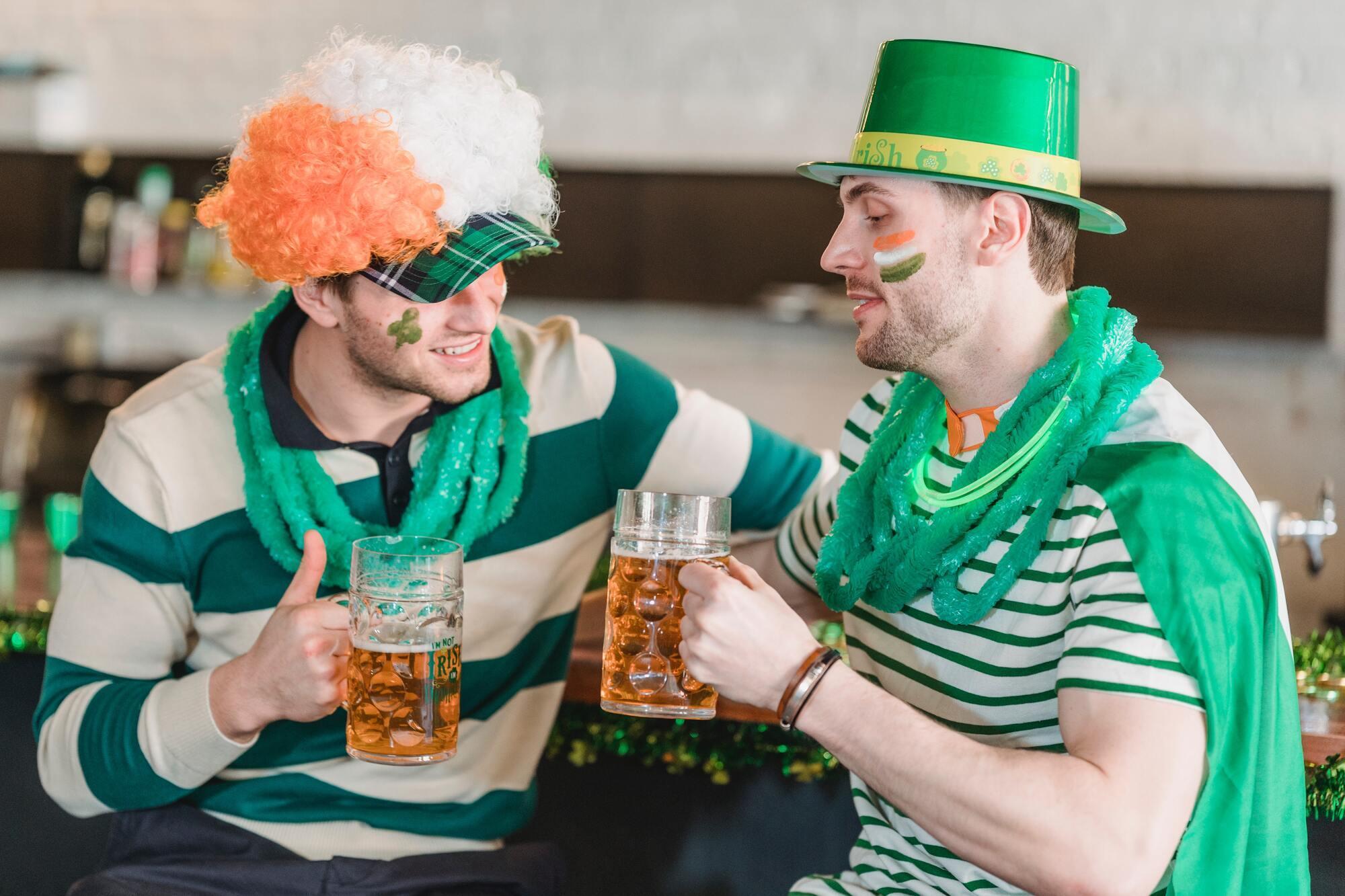 На честь святого Патрика заведено влаштовувати фестивалі, паради і пити пиво