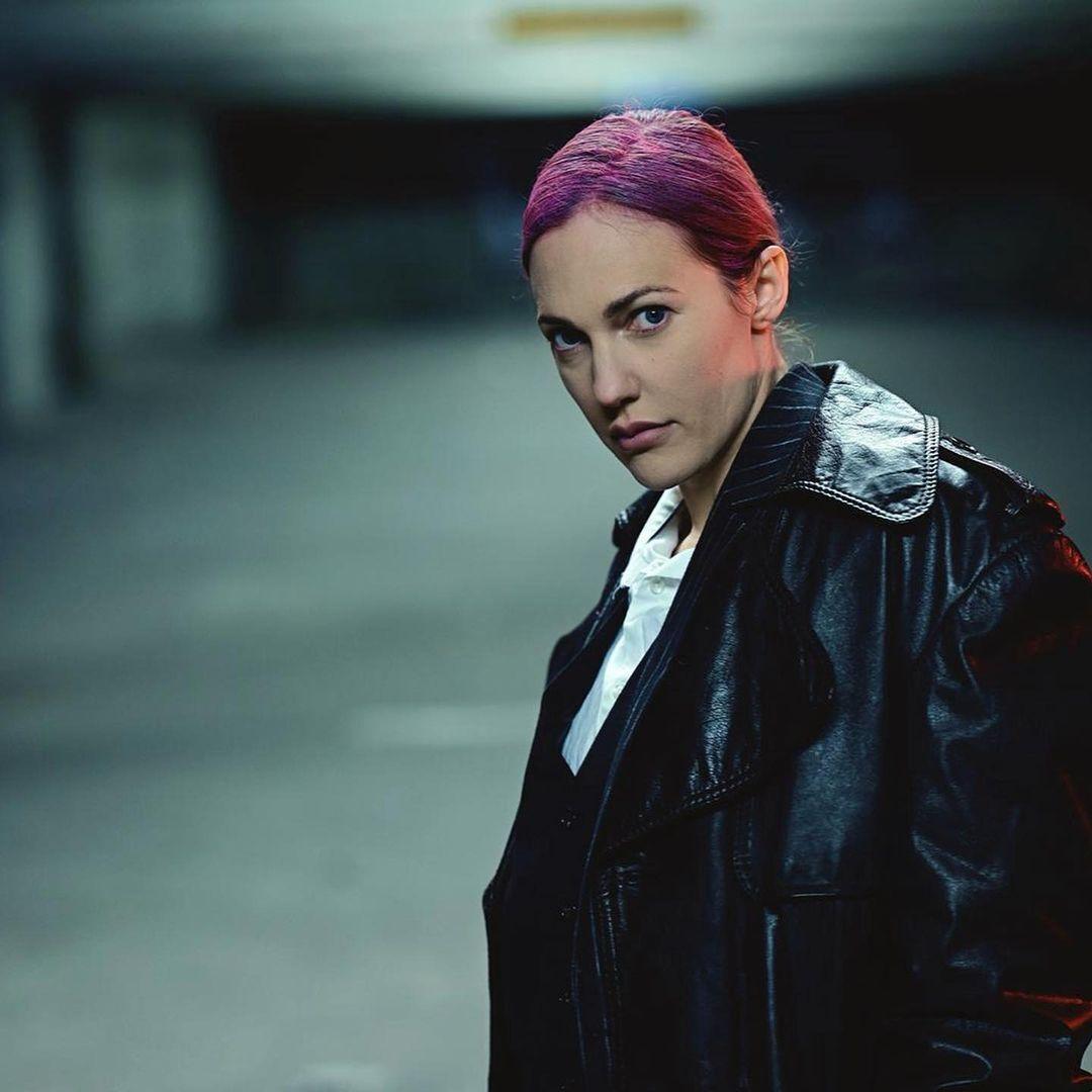 Узерли появилась с фиолетовыми волосами