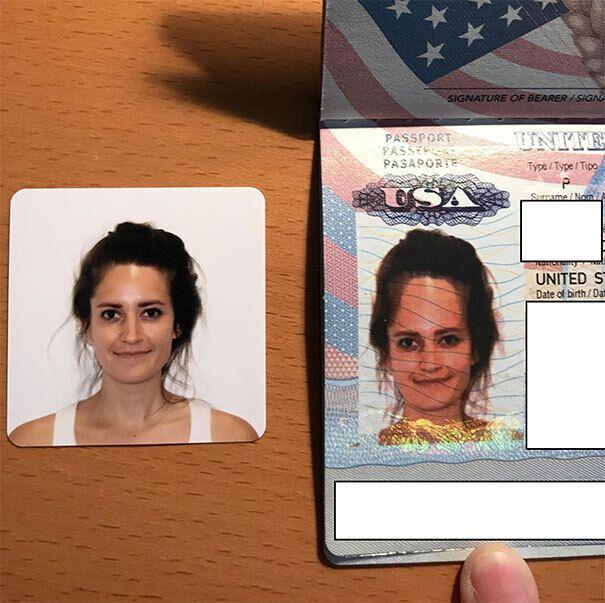 Дівчина отримала новий паспорт