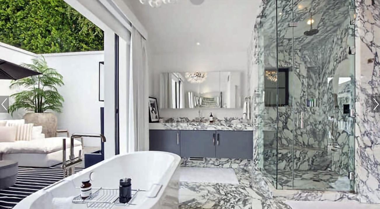 Ванна кімната в новому будинку Ріанни