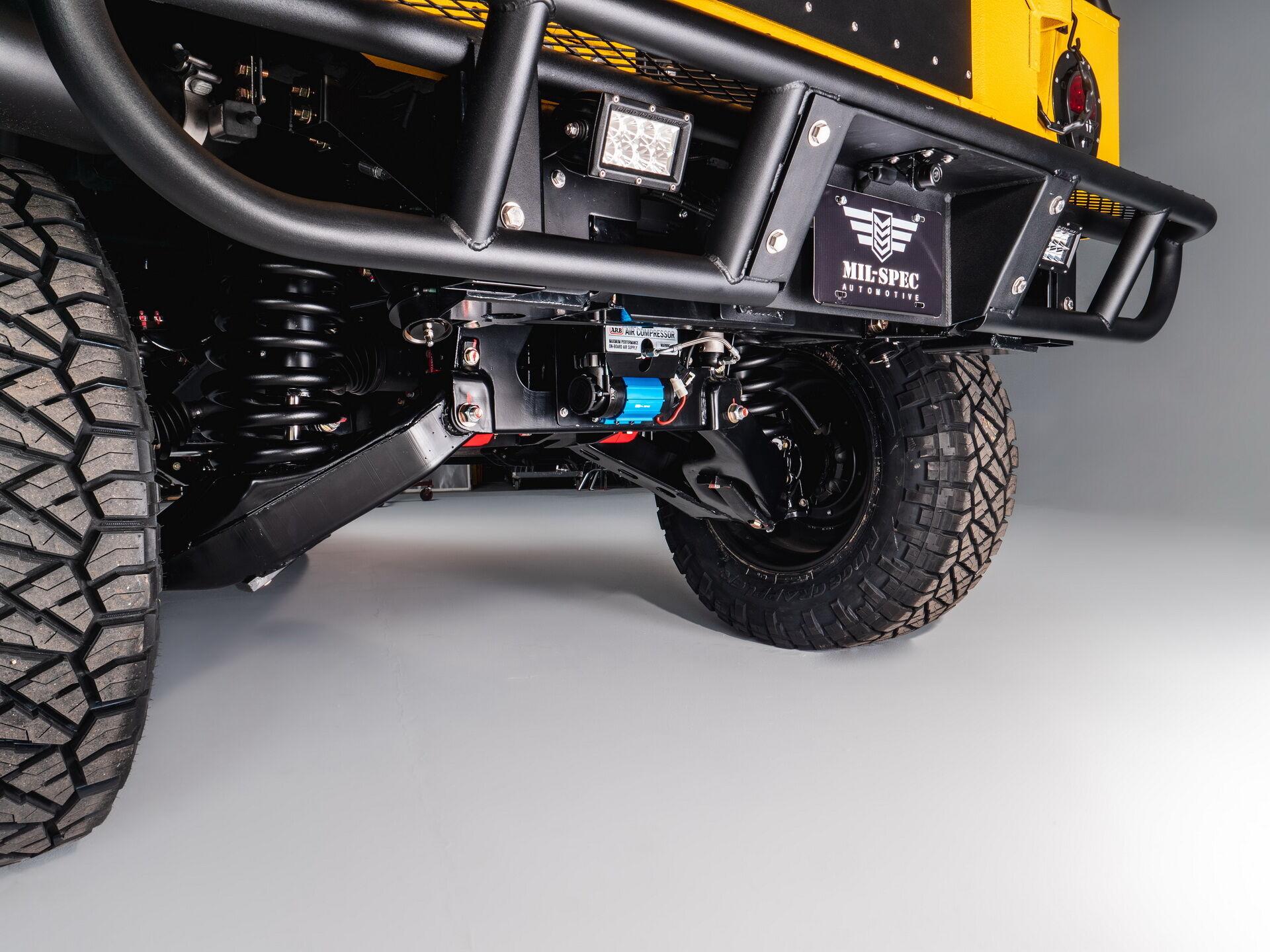 Hummer M1-R Mil-Spec отримав гоночну підвіску Rod Hall