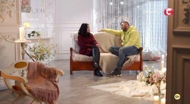 Кадр из видео с разговором Адель и Михаила