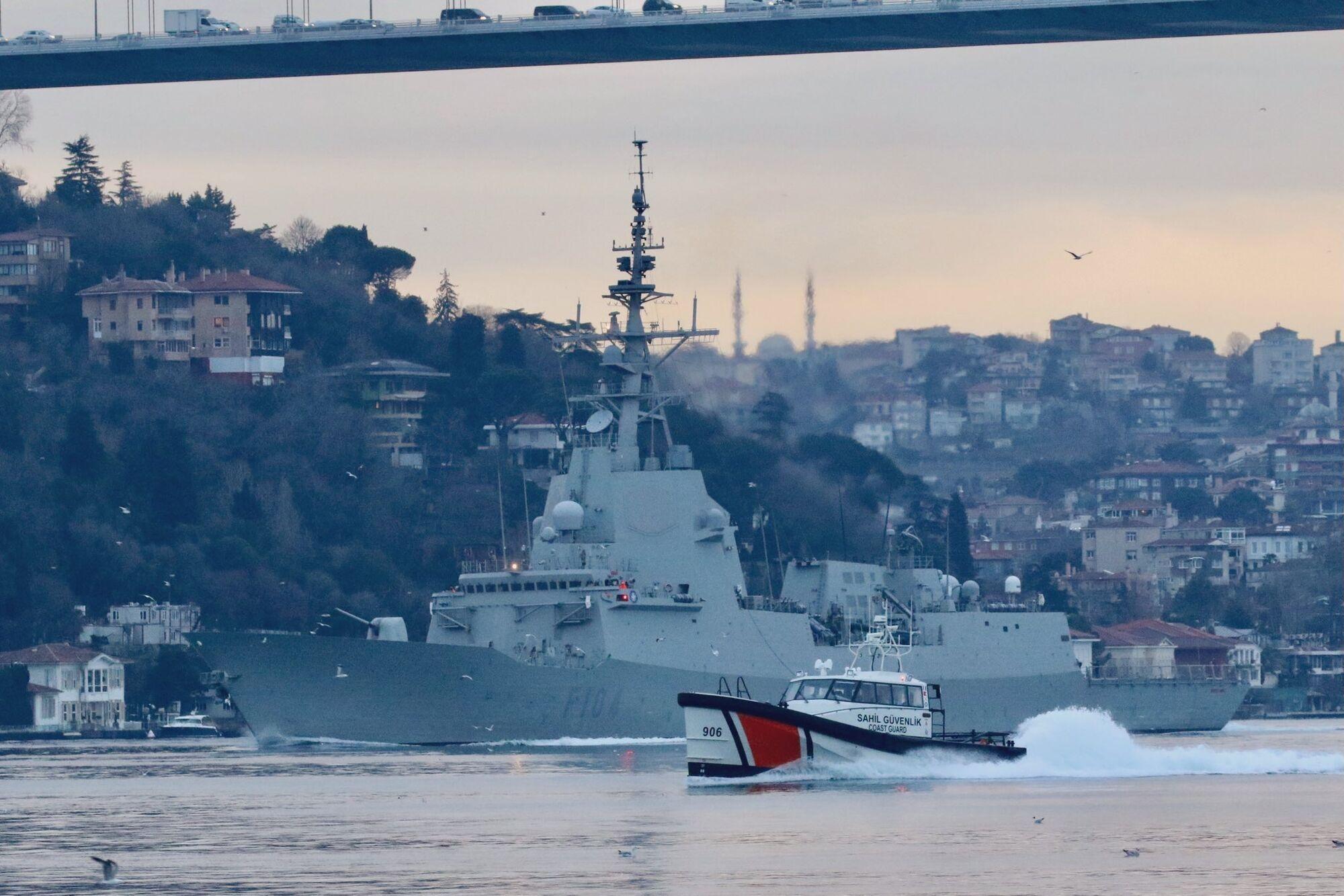 Ракетний фрегат НАТО Mendez Nuñez супроводжувала турецька берегова охорона