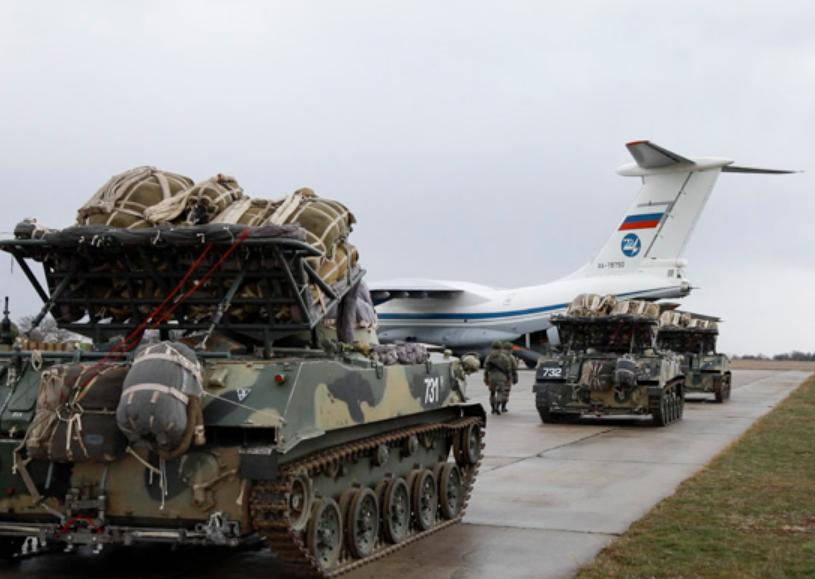 Військову техніку завантажили в літаки ІЛ-76МД