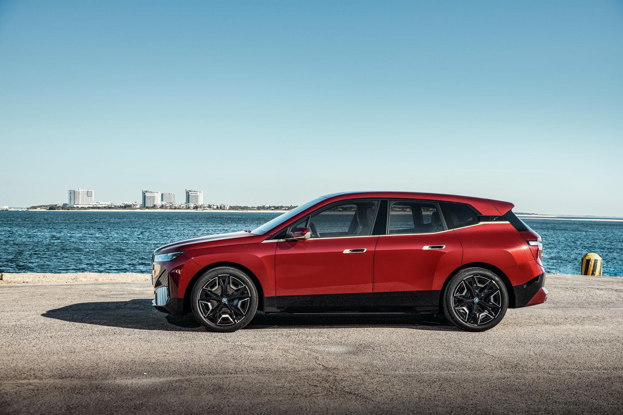 За своїми габаритними розмірами новинку можна порівняти з BMW X5