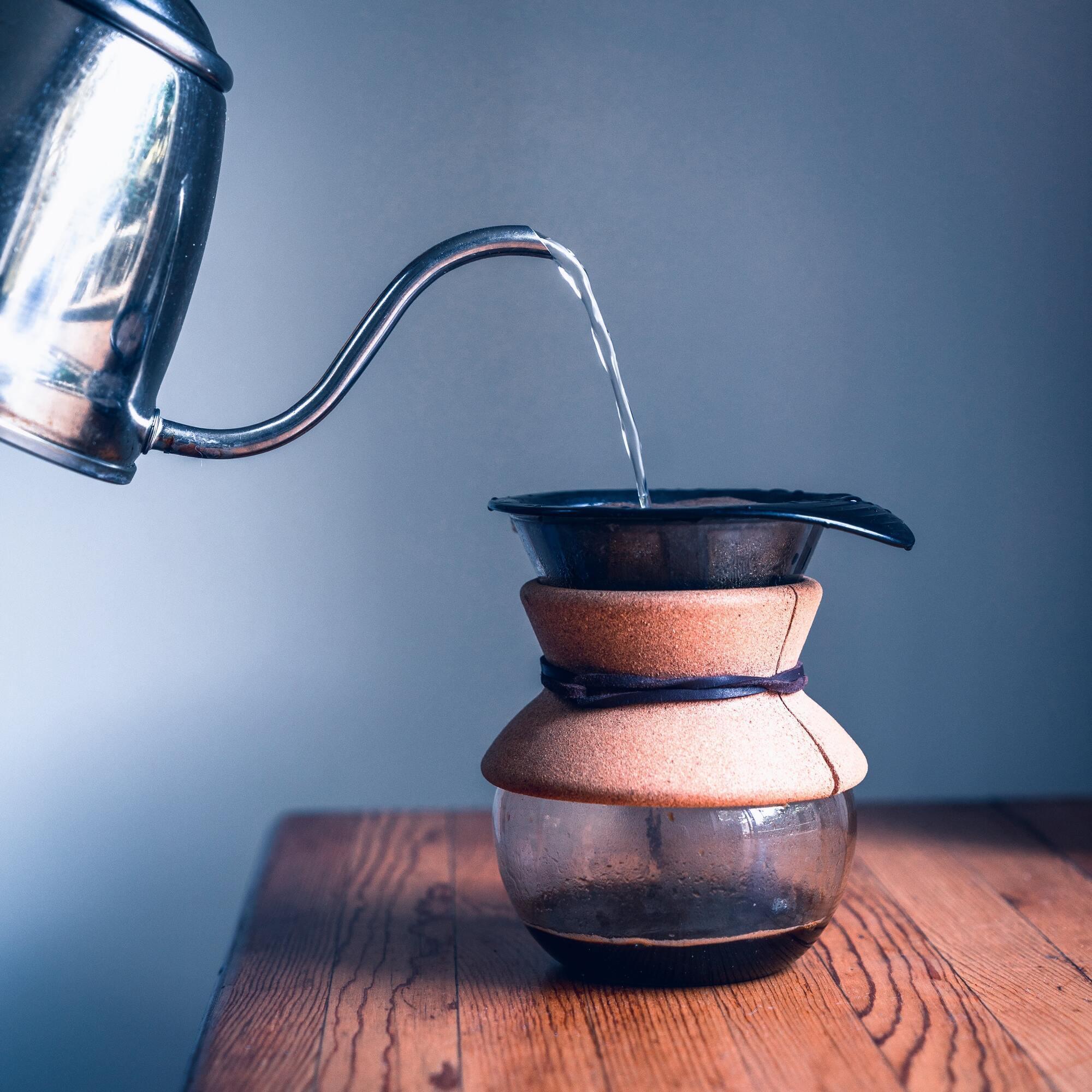 Для проверки качества растворимого кофе понадобится вода