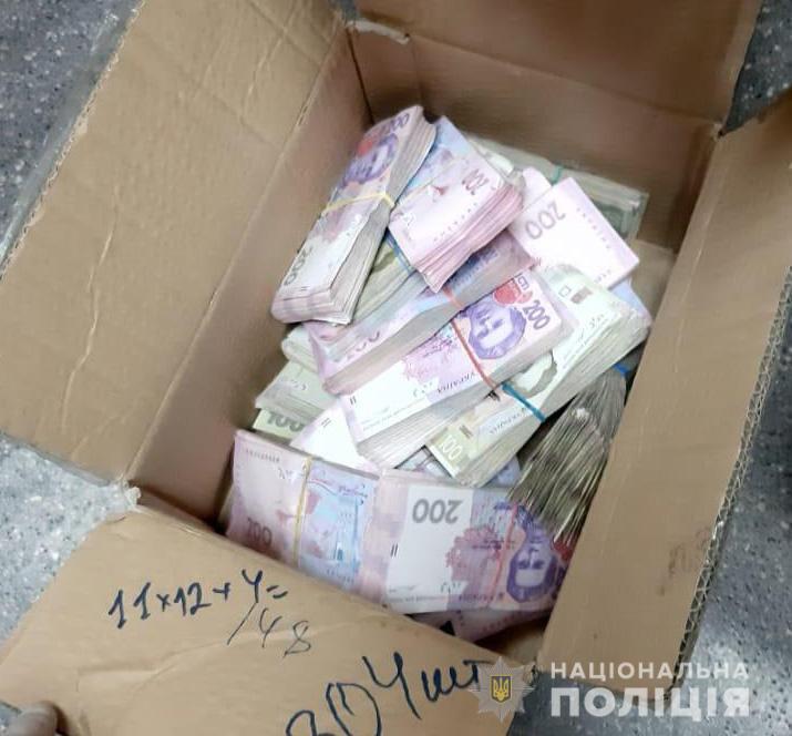 Під час обшуків вилучили понад 500 тисяч гривень.