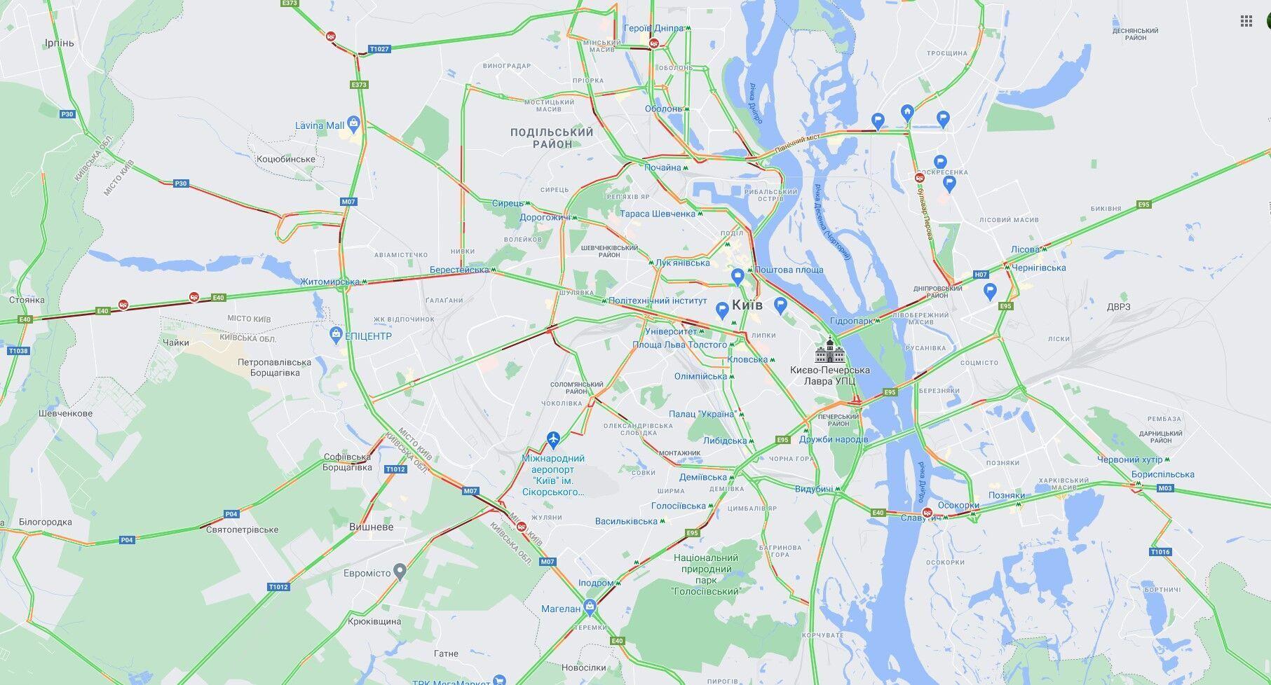 ДТП спровокували в Києві численні затори.