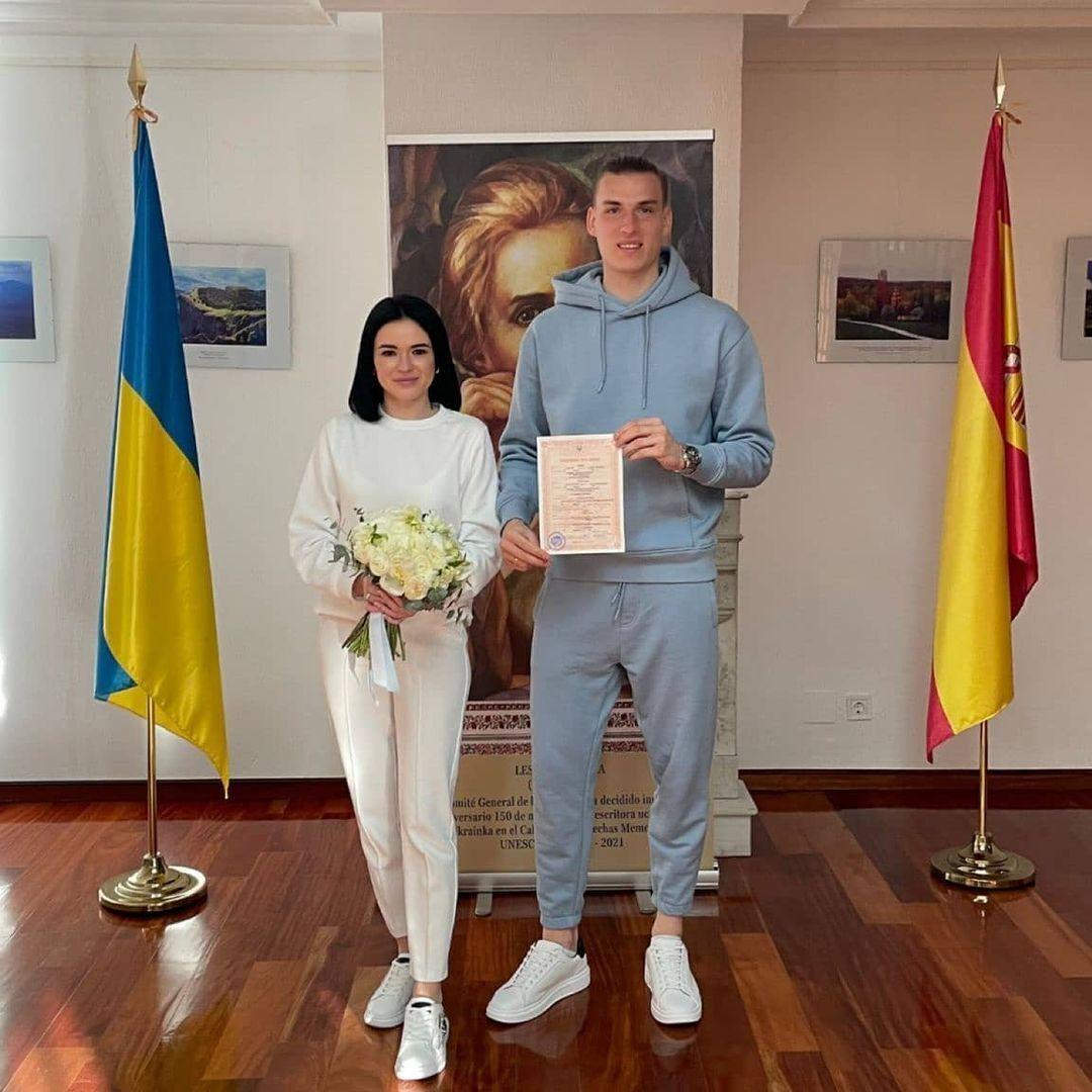 Андрей Лунин женился в спортивном костюме