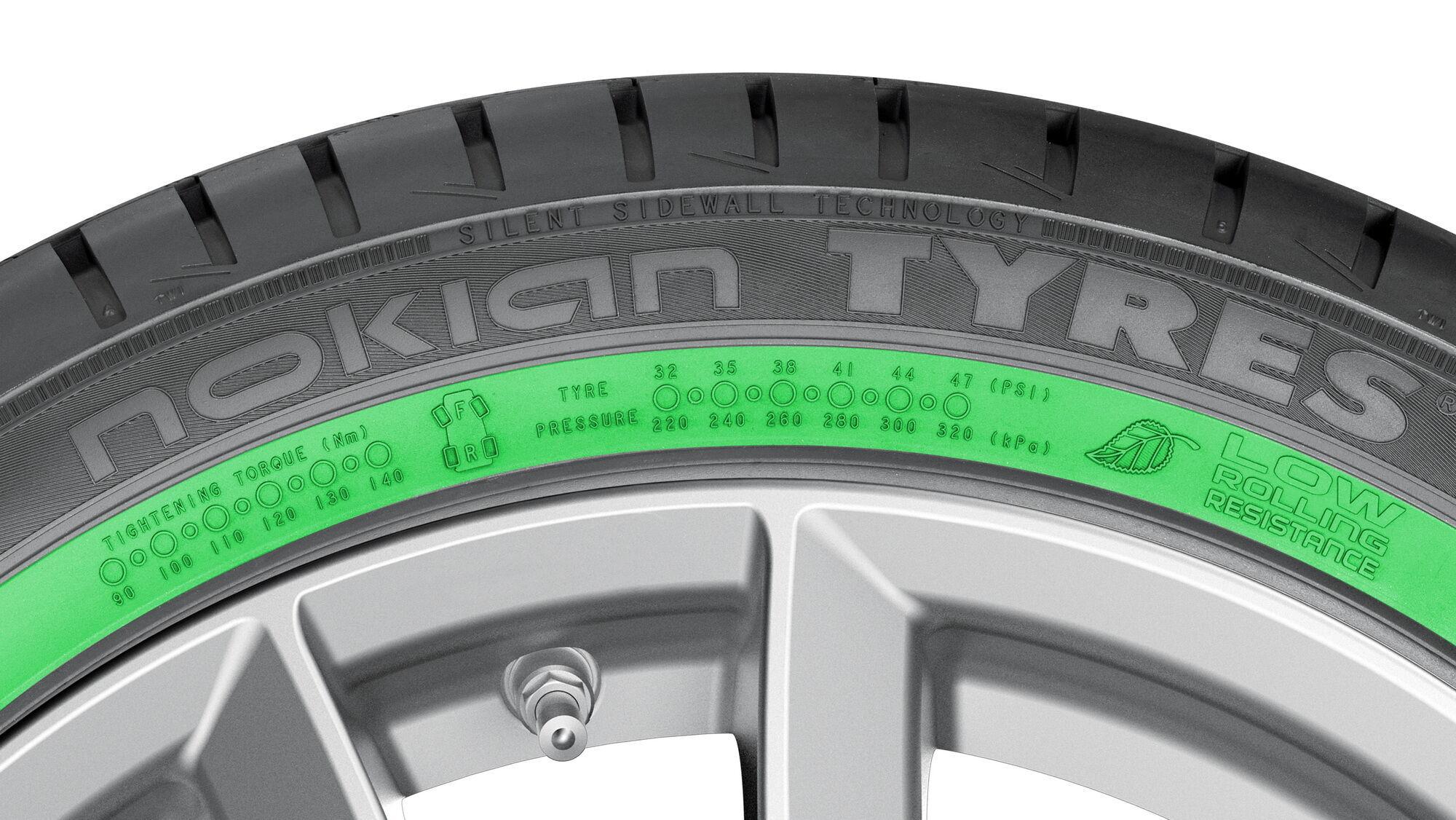 Информационная зона на боковине шин Nokian Tyres предоставляет возможность записи правильного давления в шине при ее замене