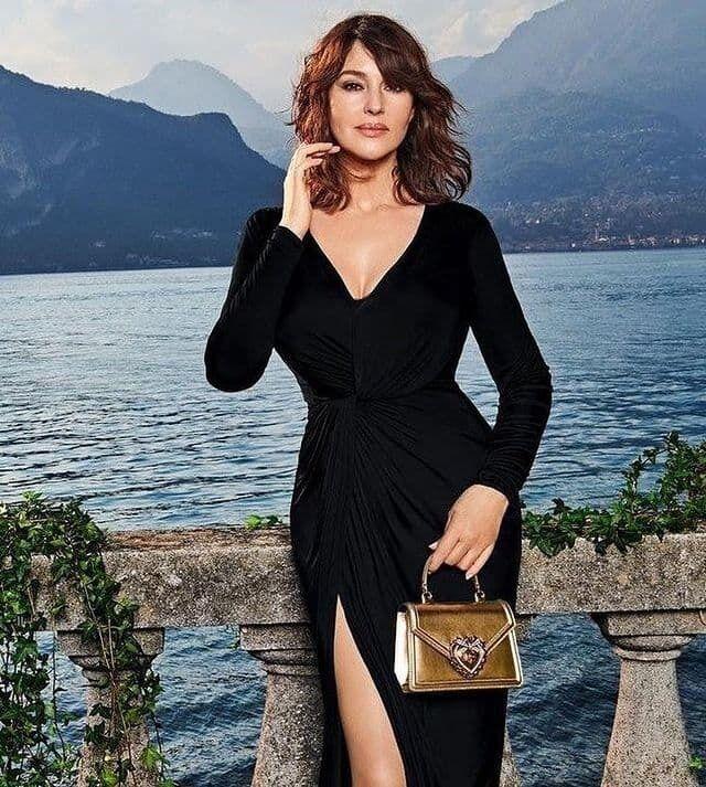 Моника Беллуччи появилась в элегантном платье