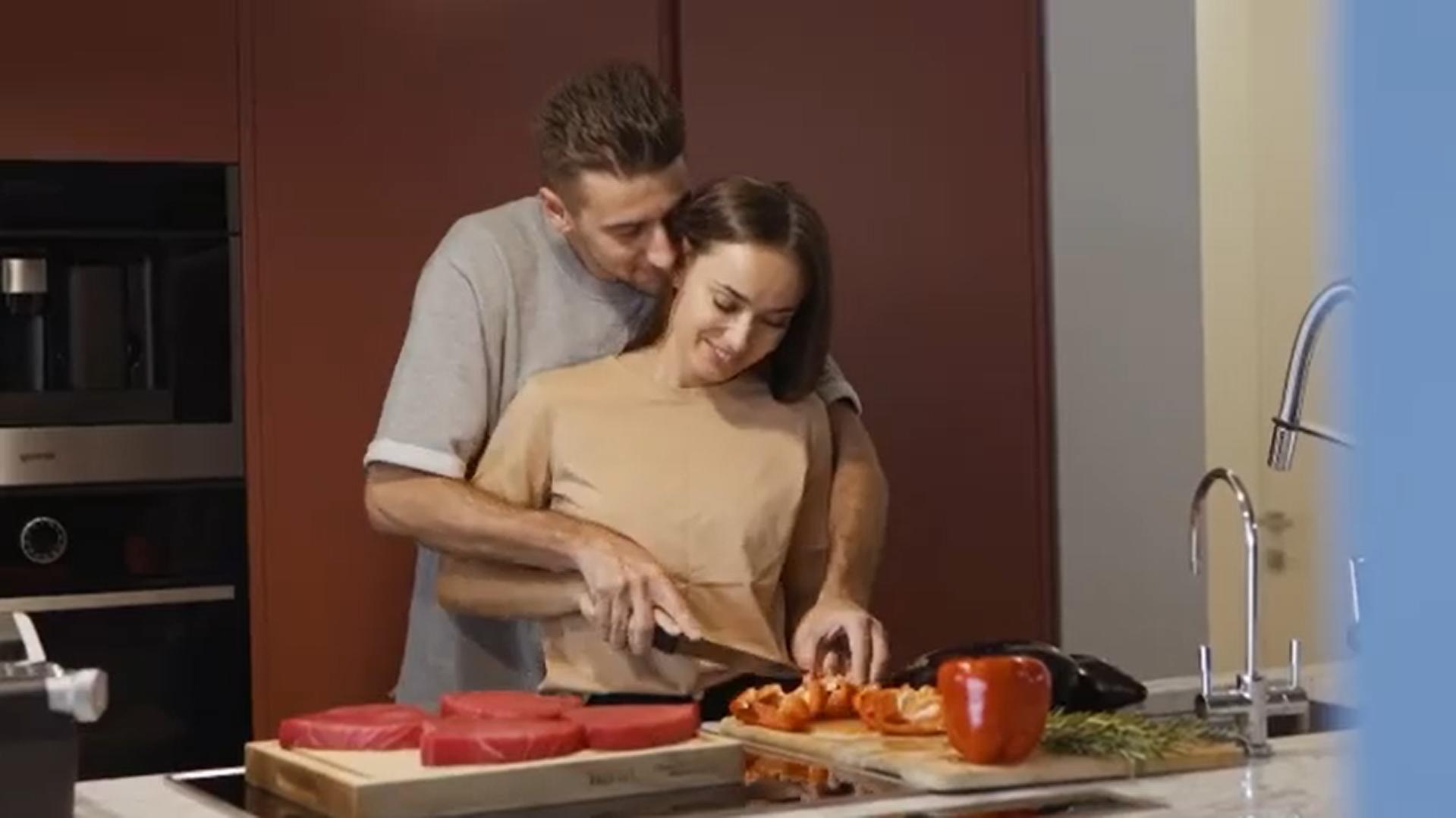 Александр Эллерт и Ксения Мишина готовят вместе