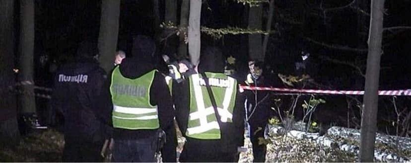 Полиция на месте смерти застреленной девушки.
