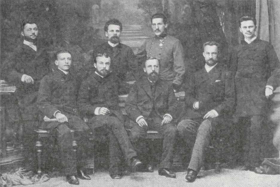 Ян Мікуліч-Радецький (у центрі) та його асистенти, Краків, приблизно 1887 рік
