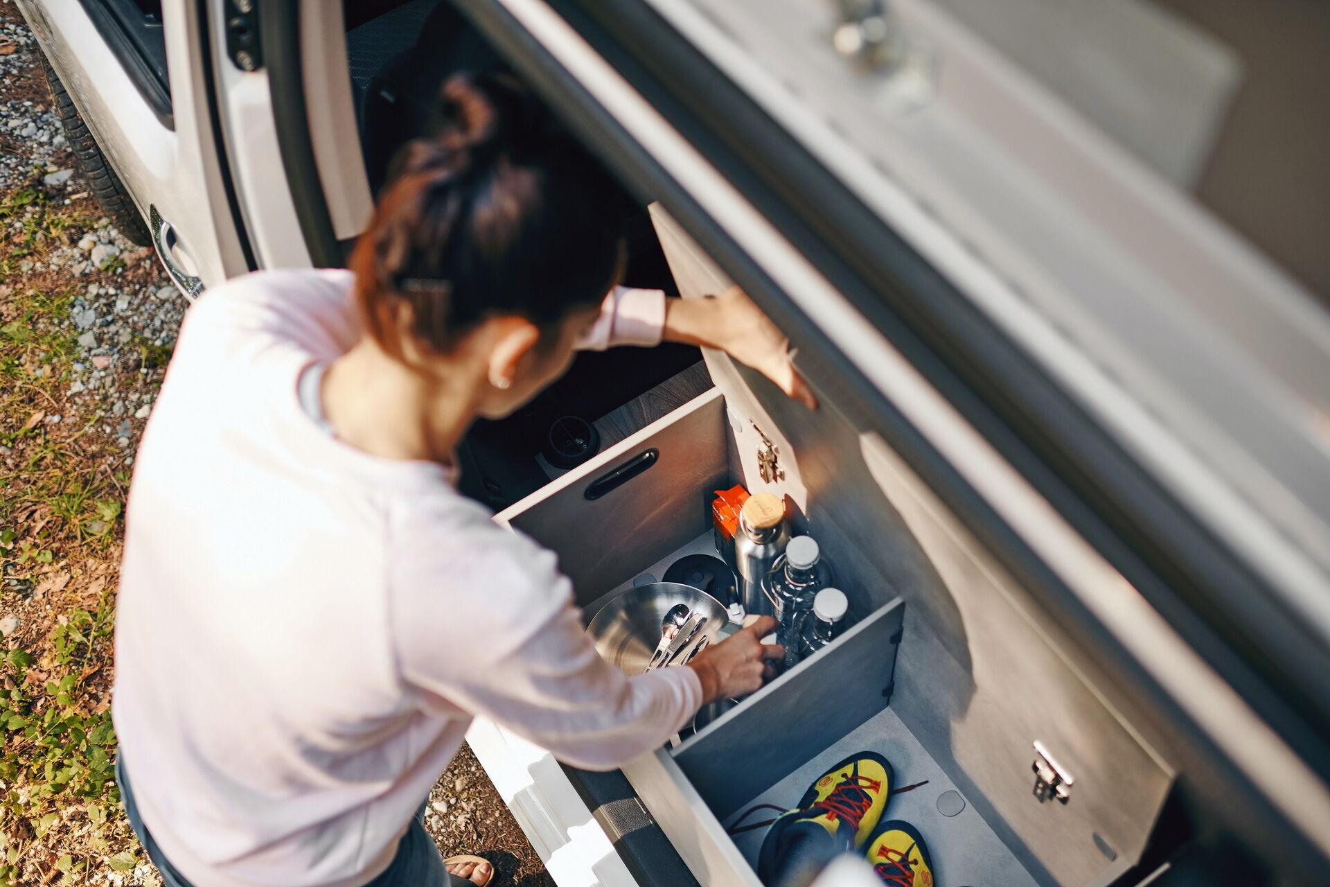 В машине предусмотрено несколько специальных отделений для различных вещей