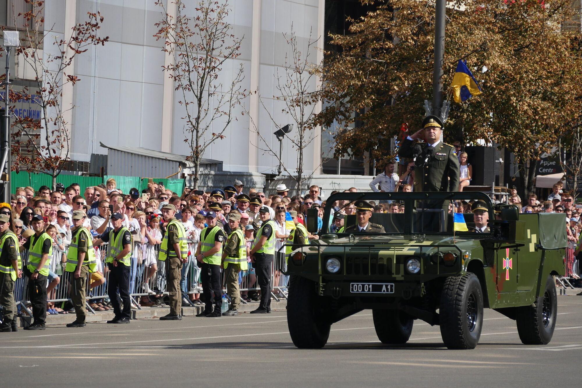 Американський HMMVEE на параді в Києві