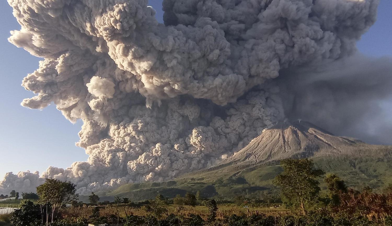 Вулкан Синабунг.