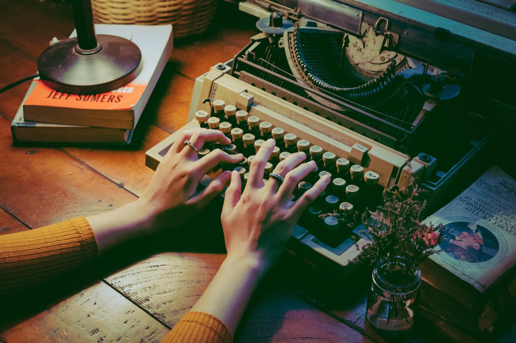 Всесвітній день письменника відзначається з 1986 року.
