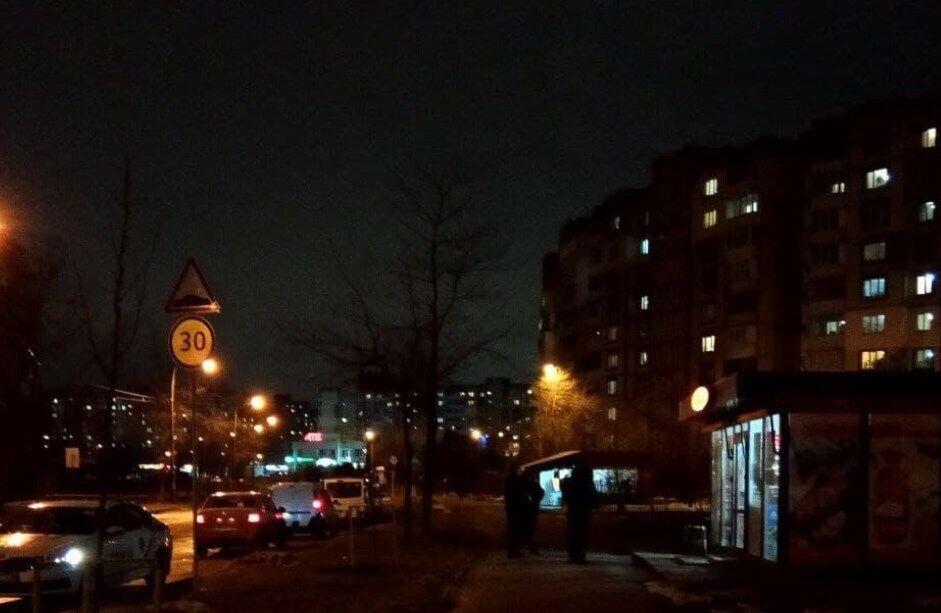 """В киоск """"Киевхлеб"""" вечером ворвались грабители."""