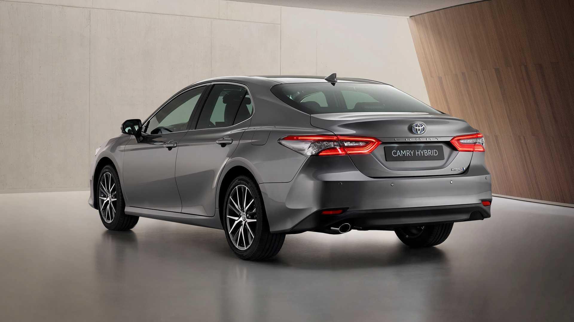 Задняя часть Toyota Camry 2021