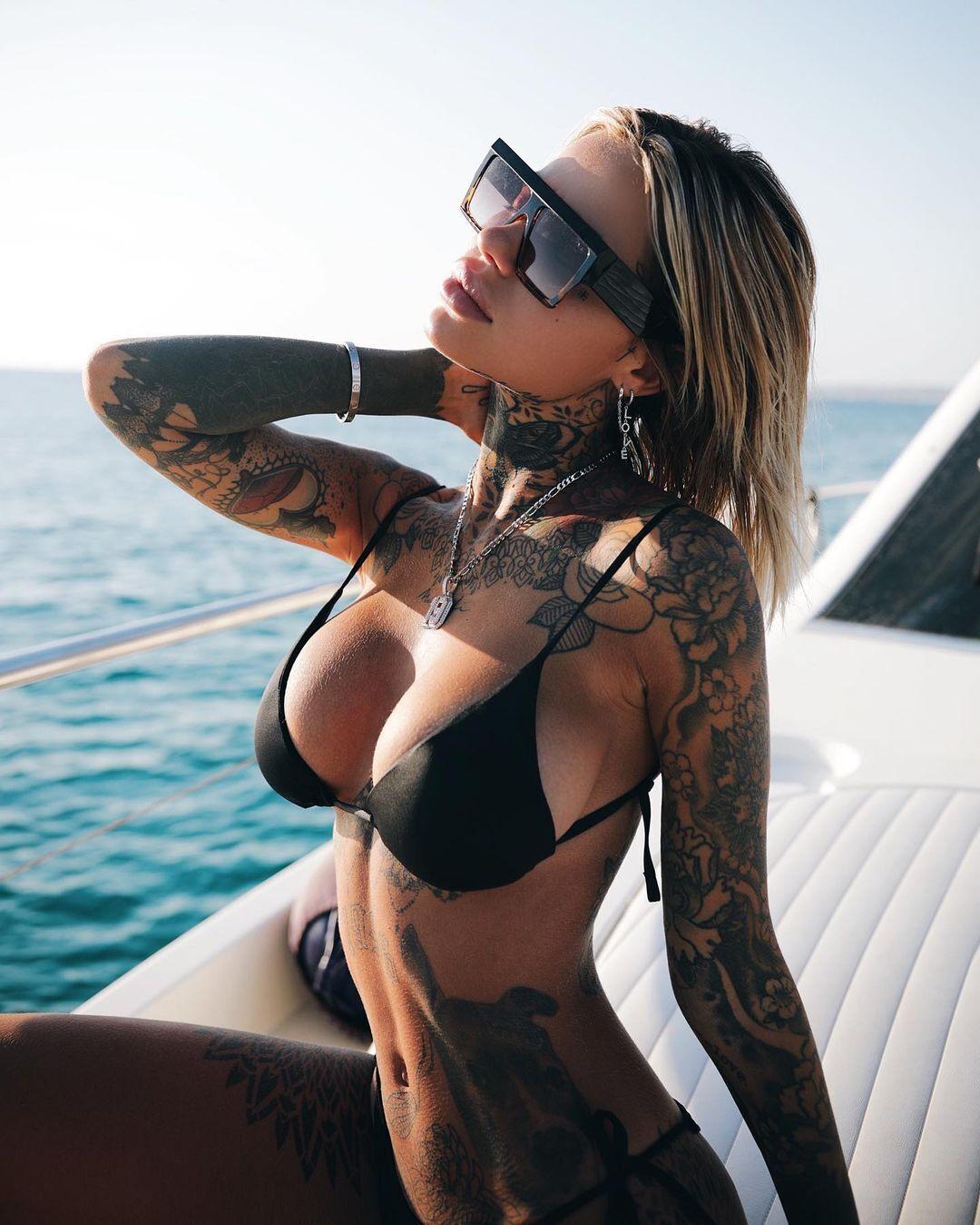 Зои Кристофоли на яхте