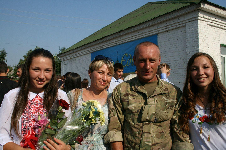 Востаннє Віталій приїжджав додому з Донбасу на 1 вересня 2015 року, коли його дочки йшли в 11 клас