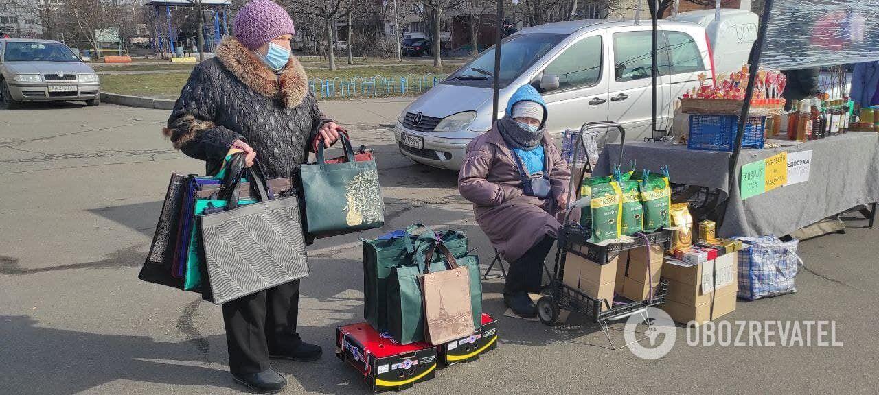 Вуличний ярмарок на Троєщині.