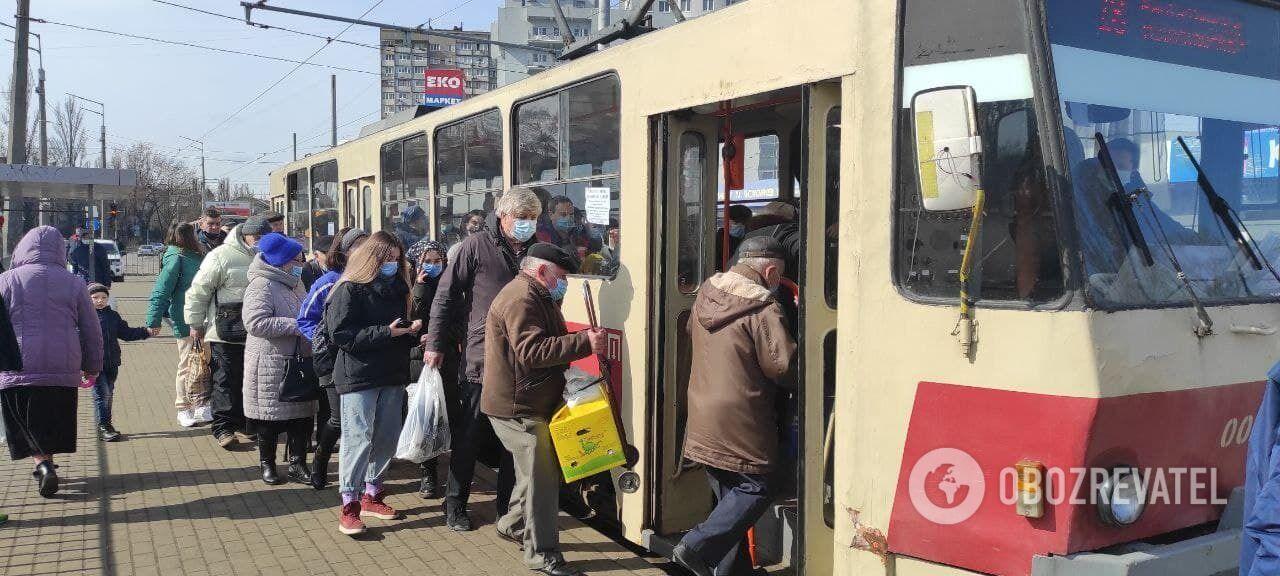 Общественный транспорт при локдауне .