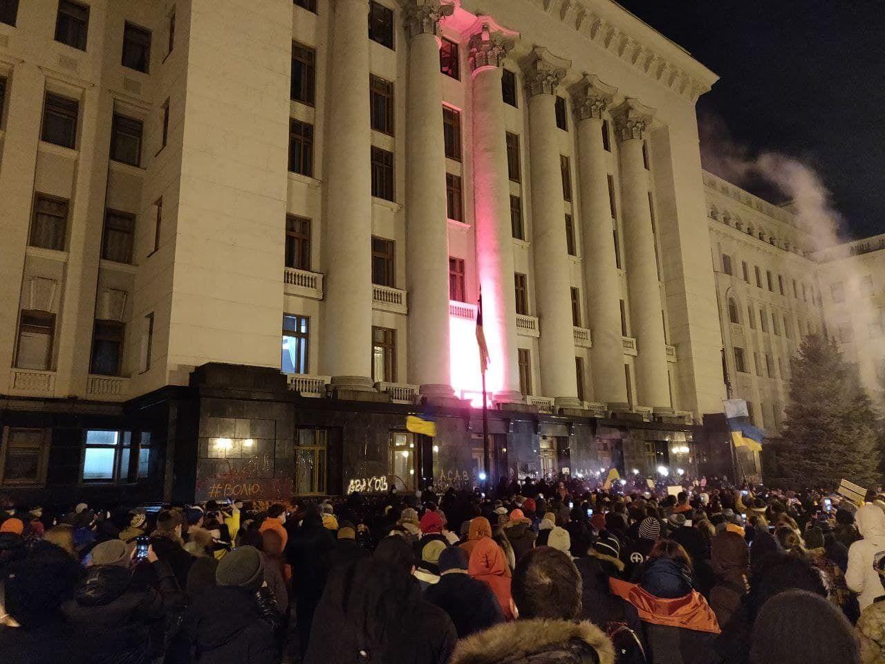Учасники протесту прийшли до будівлі ОП