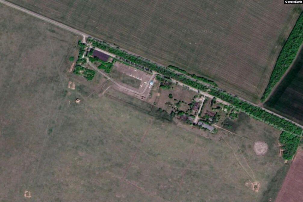 Довкола аеродрому – сільськогосподарські поля