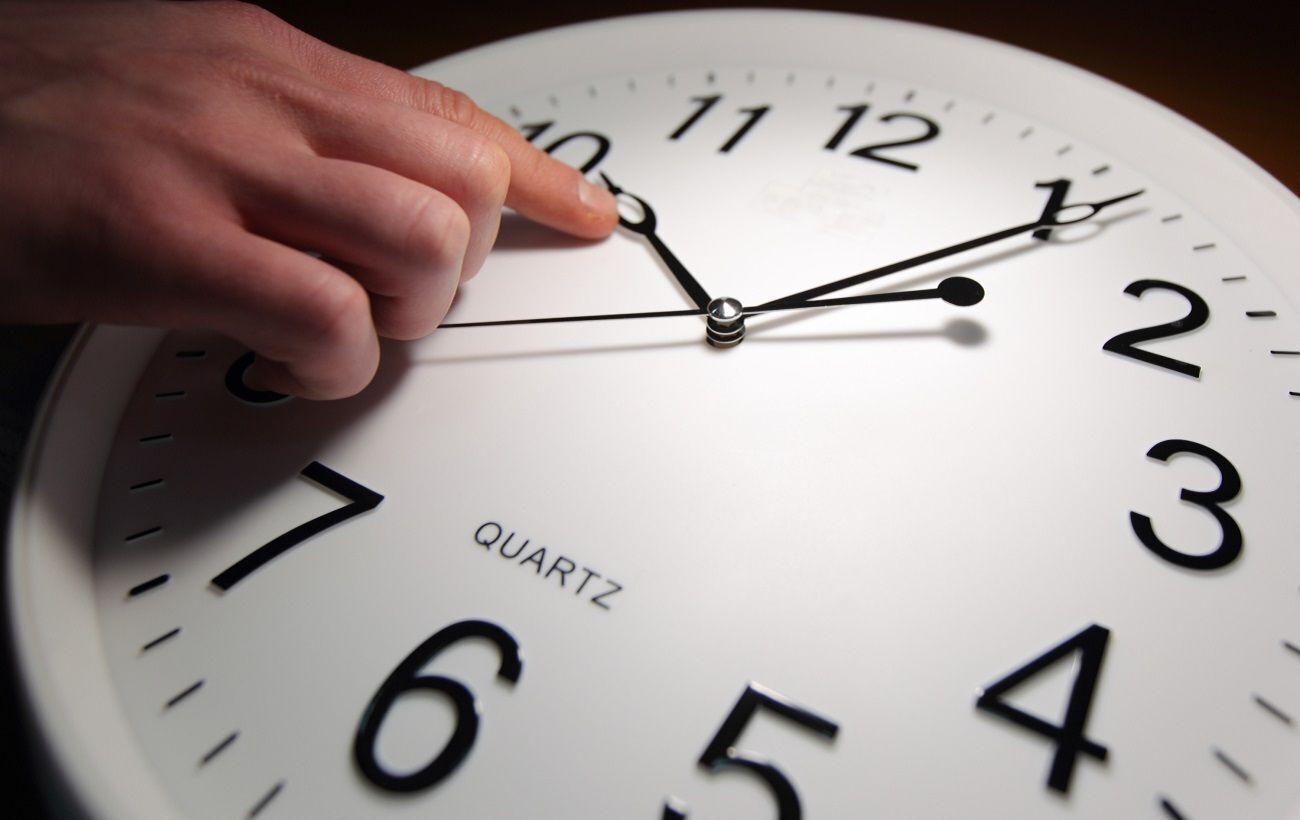 В Украине с 27 на 28 марта в 03:00 должен состоятся перевод часов на летнее время
