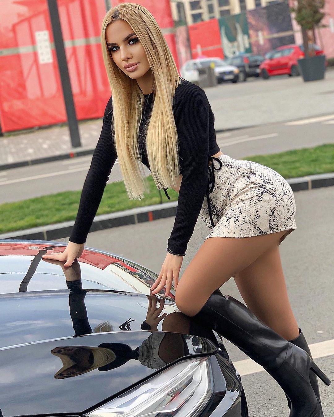 Наталя Щекіч у чоботях