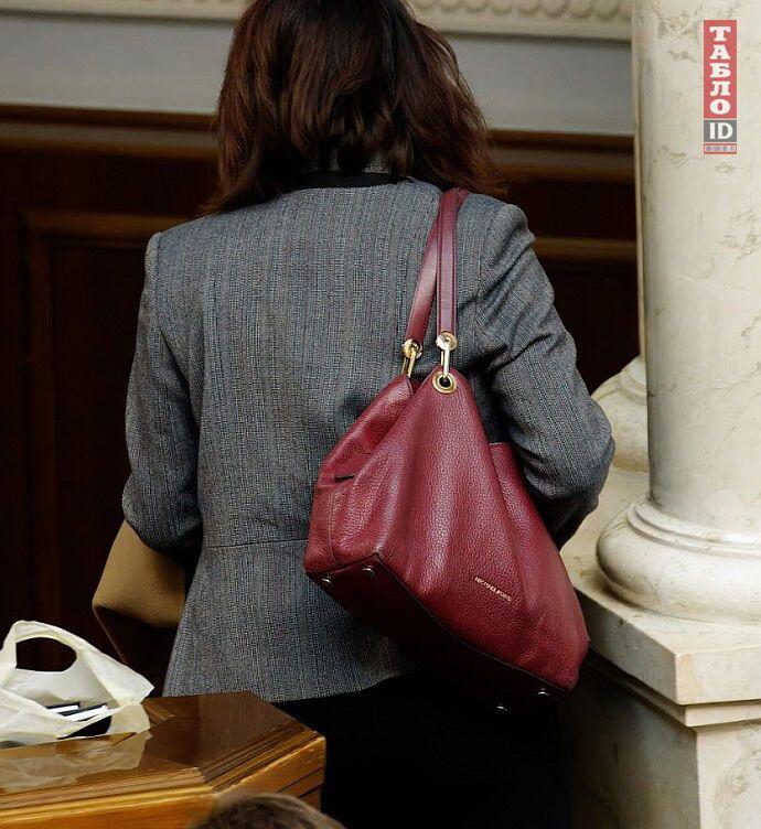 Ирина Фриз показалась на публике с сумкой от Michael Kors Raven Large
