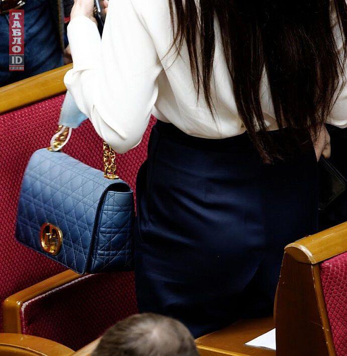 Как выглядит сумка Ольги Савченко