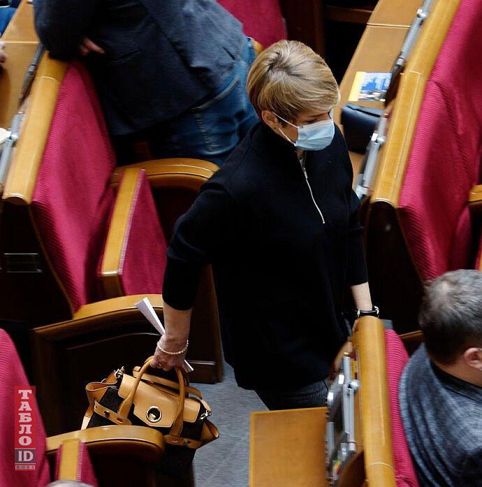 Лада Булах появилась с сумкой от Carmen