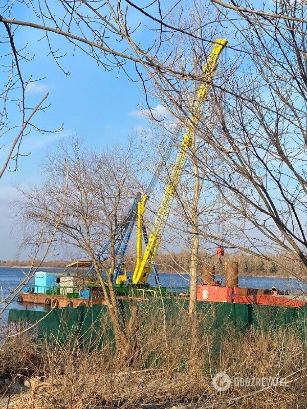 Мост строят и в выходные дни