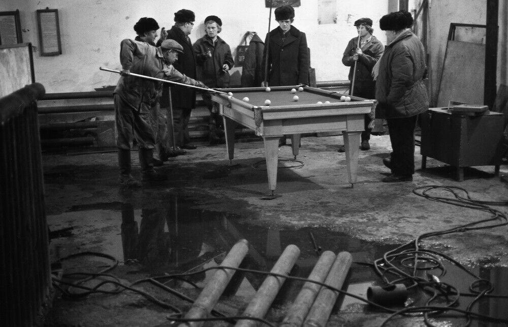 """""""Обідня перерва в механічних майстернях ЗахСибгеологіі"""", 1983 рік"""