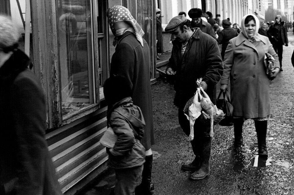 """""""Газетний кіоск на вулиці Металургів"""", початок 1980-х"""