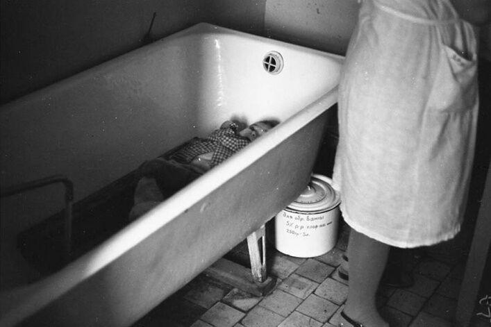 """""""Черга у ванній"""", 29 травня 1981 року в Новокузнецькому Будинку дитини"""