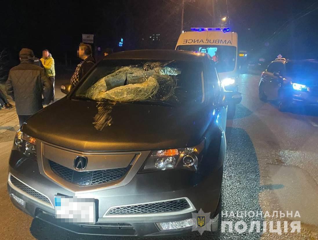 Каналізаційний люк пробив лобове скло Acura MDX і вбив дитину
