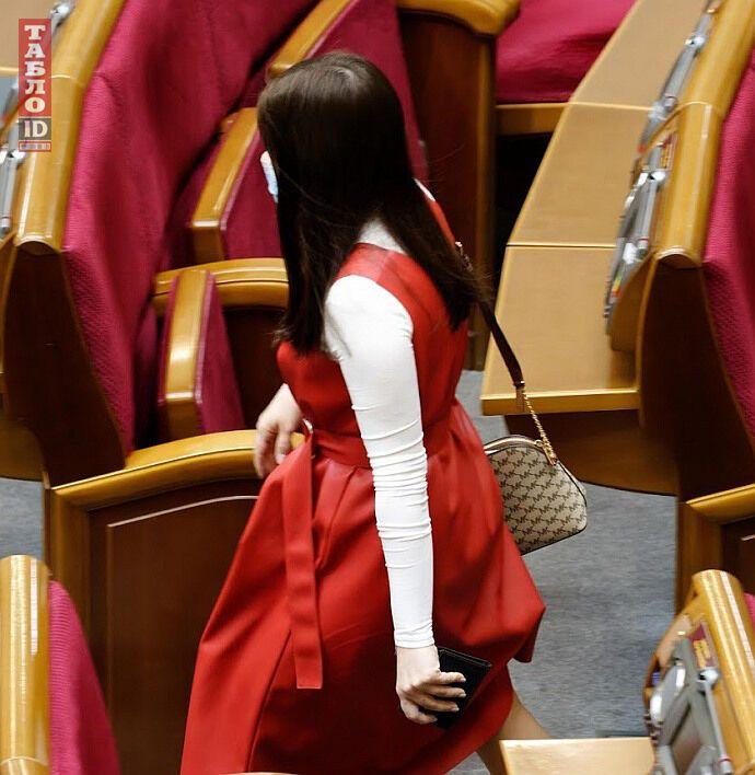 Депутат появилась в Раде с сумкой от Michael Kors за 7 тысяч гривен