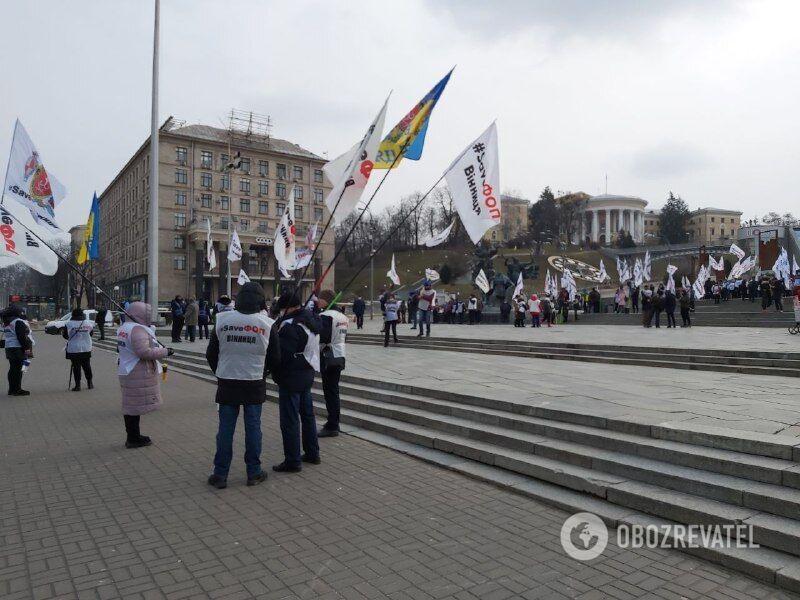Участники акции протеста требуют защитить малый бизнес